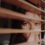 5 علامات تلقائية تدل على إعجاب المرأة بك