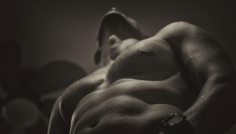 ما تحبه المرأة في جسم الرجل : أكثر الاجزاء إثارة